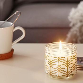 Ароматическая свеча с запахом кофе, кедра и смолы