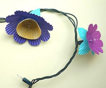Гирлянда с бумажными цветами