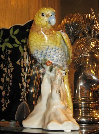Попугай из фарфора