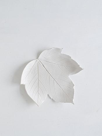 Глиняный лист с загнутыми краями
