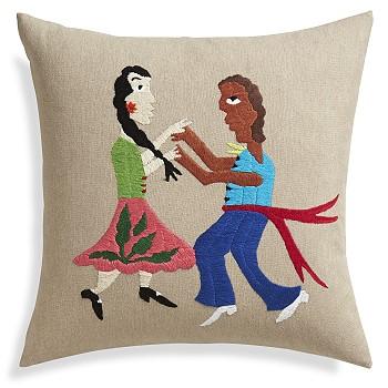 Дизайн подушки с вышивкой