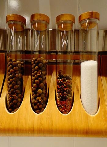 Аксессуары для хранения на кухне