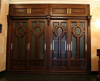 Шкаф в готическом стиле