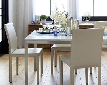 Обеденный стол со столешницей из бетона