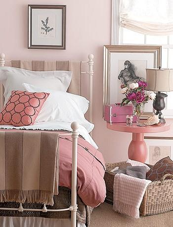 Розовая спальная комната