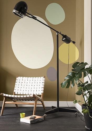 Окраска стен внутри помещения