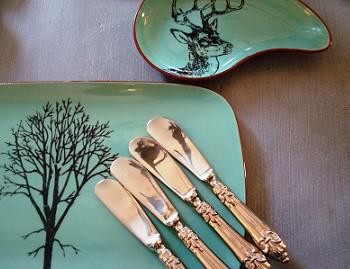 Ножи на тарелке