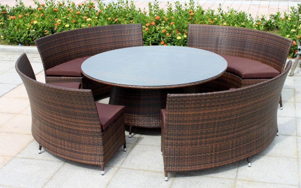 Садовая мебель: из чего и для чего.