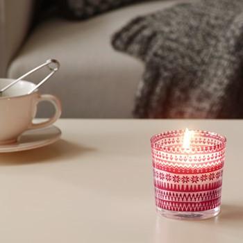 Ароматическая свеча с запахом ягод, ванили и хвои