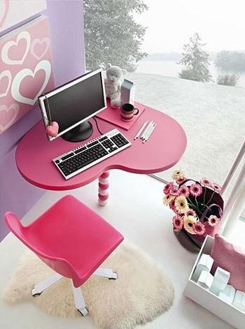 Компьютерный стол для девушки