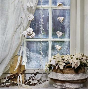 Новогодний декор на окне