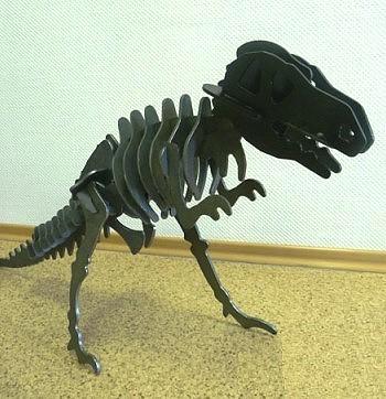 Динозавр из металла