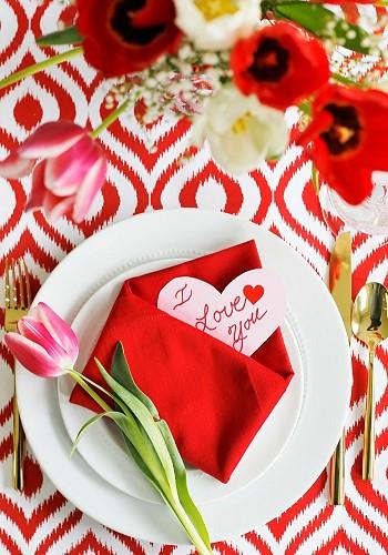 Валентинка в красной салфетке (конверте)