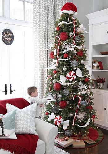 Шапка Деда Мороза на елке