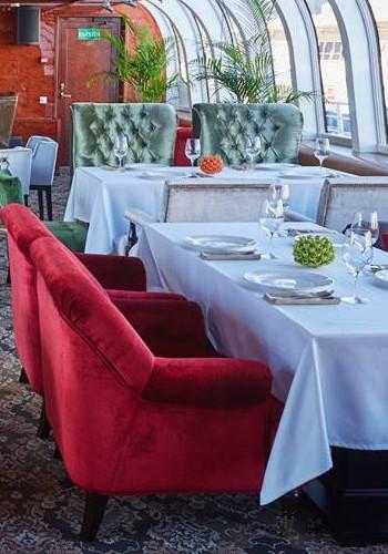 Интерьер ресторана на яхте