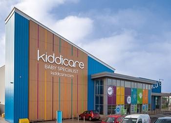 Оформления фасада здания магазина Morrisons Kiddicare в Великобритании