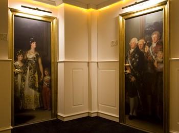 Двери в гостинице Gran Meliá Colón Hotel в Севилье (Испания)
