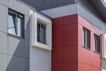 Отделка фасада социального жилья Harthill House в Великобритании