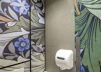 Туалетные кабины в галерен Уильяма Морриса в лондонском районе Walthamstow