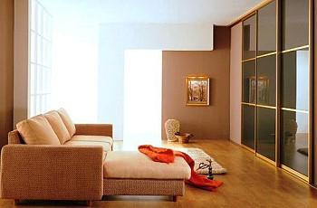 Интерьер квартиры со встроенным шкафом