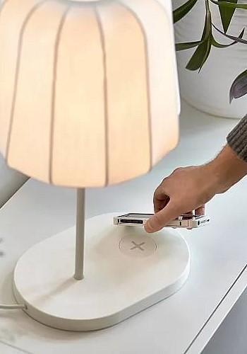 Лампа с беспроводной зарядкой