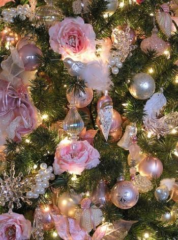 Розы на елке