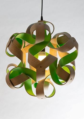 Потолочный светильник из дерева