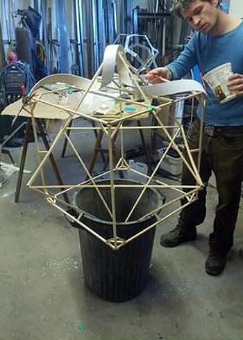 Процесс изготовления светильников в компании Storyboard Furniture Ltd