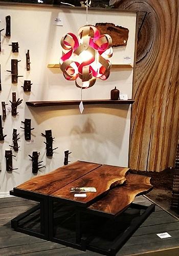 Деревянная лампа из канадского дерева