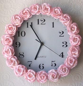 Часы с розочками