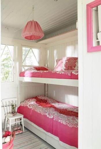 Спальня в дачном домике