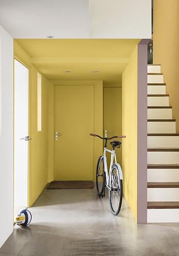 Желтый цвет в интерьере прихожей