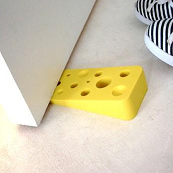 Стоппер для двери в виде кусочка сыра