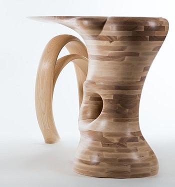 Необычный деревянный стол