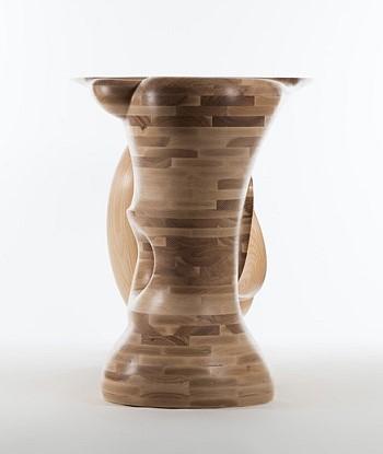 Оригинальный деревянный стол