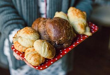 Поднос с хлебом