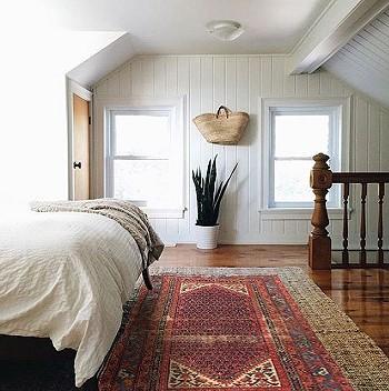 Ковры в интерьере спальни