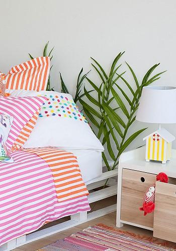 Кровать и прикроватная тумбочка для детей